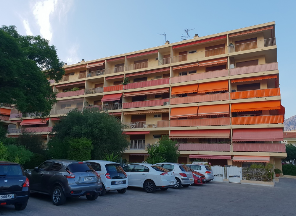 ROQUEBRUNE CAP MARTIN (F) - appartement F1 parking 195.000 €